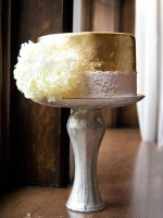 Topsy-Turvy-Cakes-wedding-gold-leaf