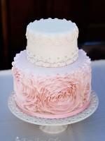 Topsy-Turvy-Cakes-wedding-fondant-rosette