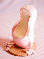 Topsy-Turvy-Cakes-pointe-shoe